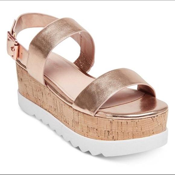 b4821a6b98db Rose Gold Flatform Sandals. M 5b70afcef414523d04d29571